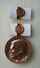 Medaille DDR: DR. THEODOR NEUBAUER (In Brons)