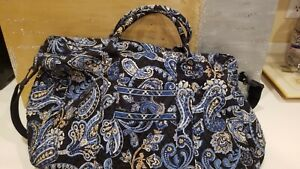 VERA BRADLEY Large Duffel Bag Weekend - Windsor Navy - Perfect, New condition