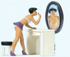 Preiser 28206 1/87 - H0 Scale - Putting on Makeup - Female - pre-painted