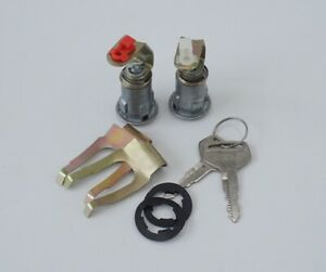 *TOYOTA FJ40 FJ45 FJ55 HJ45 HJ47 LAND CRUISER DOOR LOCK with KEYS