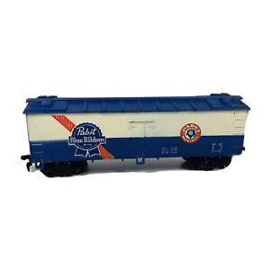 HO Life-Like Pabst Blue Ribbon Beer 40' Advertising Beer Reefer - Missing 1 Step