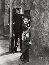 Charlie Chaplin and Jackie Coogan UNSIGNED photo - B3177 - The Kid