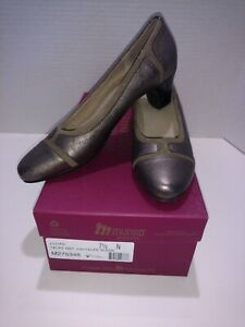 Munro Jillian taupe metallic kid suede Siz 7.5 N made USA shock absorbing heel