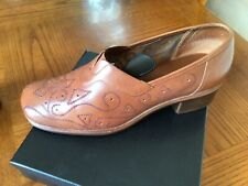 Clarks K Tan Leather Low Heeled Pierced Pattern comfort Shoes UK 39 ( 5.5 UK )