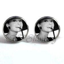 5307d8f74a21 Nuevo Plata Redondo B W icono Audrey Hepburn Desayuno en Tiffany s  pendientes de sombrero