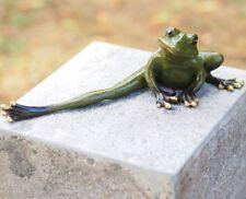 Frosch im Sessel lesend Bronzeguss