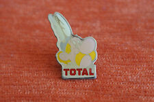 14724 PIN'S PINS VOITURE AUTO CAR TOTAL BD ASTERIX