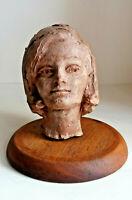 Scultura in terracotta ritratto di donna scolpito con base in legno epoca '900