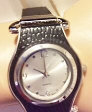 AVON STYLISH LADIES WATCH BLACK FAUX LEATHER LINK BAND ROUND SILVER DIAL NIB