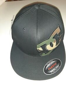 Men's DC Flexfit Fitted Hat Camo Letters Cap L/XL Brand New W-Tags Skateboarding