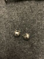 14k White Gold preowned hoop earrings 1.9 Grams