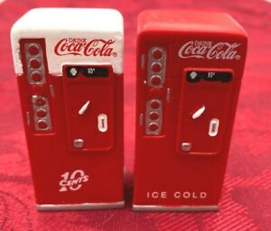 RARE COCA COLA TOWN SQUARE SET OF 2 COKE VENDING MACHINES CHRISTMAS VILLAGE 2001