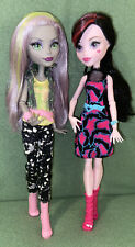 Monster High  Monstrous Rivals Set of 2 Draculaura and Moanica D'Kay Dolls