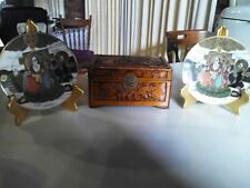 #SUNDAY FUNDAY#3 VINTAGE ASIAN ANTIQUES:Camphorwood Box+2 SATSUMA Moriage Plates