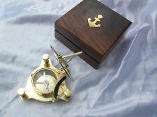 Antica bussola con meridiana in ottone lucido da navigazione marina nautica nave