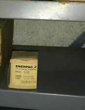 Enerpac 1534r Hydraulic Pressure Gauge 1 12 Face Rear Mount 6000 Psi
