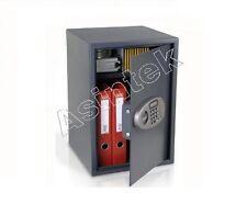Cassaforte con chiavi di sicurezza digitale bliandata da muro sicura