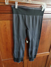 Women's AVIA Small Gray Fitted Capri Running Fitness Tights NWOT Stripe Trim