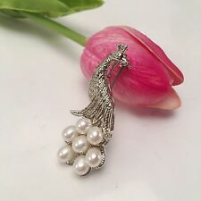 Lovely White Oval Freshwater Pearl Peacock-shaped Gold Plated Brooch