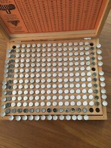 BERGEON WATCH Assortment of vintage crowns for mechanic watches