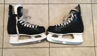 CCM  3500 Youth Ice Hockey Skates Youth Size 5 Carbon Steel Blade Black Pre-own