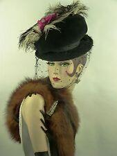 Cappello VINTAGE 1940s RARA Lilly Dache, NERO Pork Pie Tilt piume di struzzo & Rose