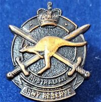 *AUSTRALIAN ARMY RESERVE 1960's TO 1980's UNIFORM BADGE