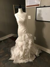 Vera Wang wedding dress size 2  IVORY *needs washed*