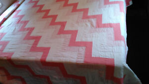 PINK ZIGZAG F/Q QUILT BY CHAPS-PATCHWORK COTTON-SO PRETTY! GREAT CONDITION!
