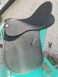 Wintec Vsd Saddle 17 Inch Black Medium Gullet Cair System