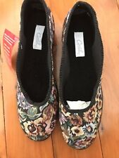 Grosby ladies slippers Size 10