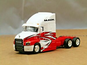 dcp/Maisto white/red Mack Granite tractor no box 1/64