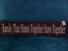 HANDMADE FAMILY THAT HUNTS TOGETHER STAYS TOGETHER WOOD SIGN 5.5 BY 22 WHT VINYL
