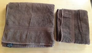 2 x Brown towels (bath & hand) vgc