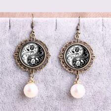 boucles d  oreilles , ying ,yang, noir et blanc 20mm et perles  blanches