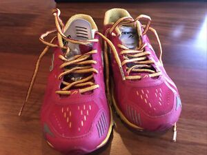 Newton Womens Motion IV W000415 Pink Cranberry Yellow Running Shoes Size 5.5