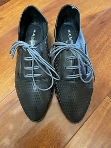 NWOB KELSI DAGGER PERFORATED LEATHER  SHOES SIZE 9