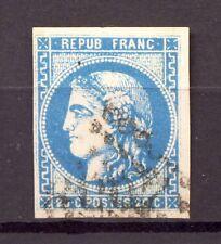 """FRANCE 46B . 2 perles blanches dans cheveux au dessus de T"""". Cote 25€+     -C98-"""