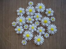 21 edible daisy's in 3 sizes for cupcake / cake decorations