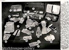 1960 Ap Wire Photo Murder Evidence Trial Bernard Finch Weapon Carole Tregoff