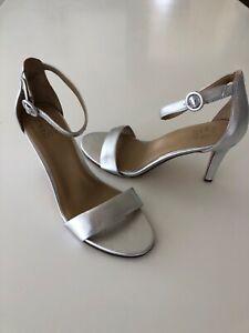Naturalizer Kinsley Platino Metallic Silver Leather Heeled Sandal Womens 11