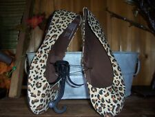 LADIES LEOPARD DESIGN SLIPPERS SIZE 11 LIGHT WEIGHT RUBBER SOLE LIGHT TAN COLOR