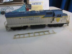 h o trains: Good running LIFE LIKE  DELAWARE & HUDSON road diesel--needs TLC