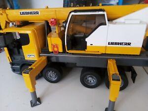 Scania R-Series Liebherr Crane Truck - Bruder