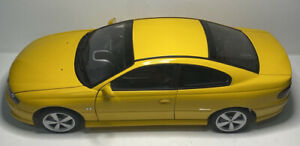 1:18 Holden Monaro CV8 Coupe Yellow 2001 Autoart