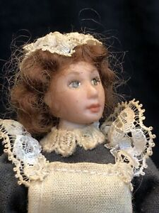 Vintage Artisan Dolls House 1/12 Poseable Porcelain Doll Maid Poor Condition 897