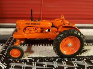Ertl Allis Chalmers WD45 1/16 Diecast Farm Tractor Replica Collectible