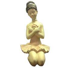 Ballerina con tutu e scarpette da danza seduta in resina 24x12 cm