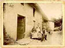 Pyrénées, famille paysanne Vintage albumen print Tirage albuminé  12x17
