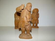 Belle Statuette en bois sculptée Homme buvant  avec une bouteille 2